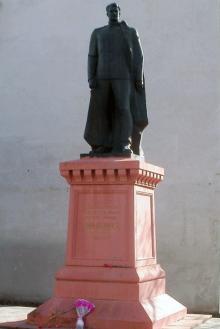 Памятник И.Д. Черняховскому в Одессе. Установлен в 1984 году