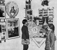 В музее санатория имени Октябрьской революции. Фото в брошюре «Здравницы Хаджибея». 1970 г.