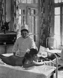 Так вырабатывается осанка. Фото в брошюре «Здравницы Хаджибея». 1970 г.