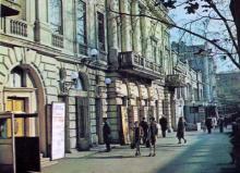 Одесса, ул. Карла Либкнехта, 48. Театр музыкальной комедии. Фото А.А. Подберезского в буклете «Театры Одессы». 1976 г.