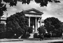Одеса. Археологічний музей. Фото з набору фотографій «Одеса». Ф-ка масового фотодруку тресту «Укрфото». 1957 р.