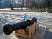 Пушка возле аркадной стены в парке Шевченко. Фото Стеллы Поповой. Одесса. 2015 г.