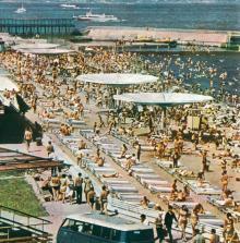 Одесса. Пляж «Отрада». Фото в альбоме «Одесса», 1975 г.