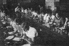Микробиологическая лаборатория Одесского института зерна и муки им. И.В. Сталина. Фото в проспекте для поступающих. 1936 г.