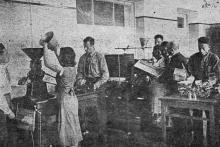 Лаборатория механической технологии зерна Одесского института зерна и муки им. И.В. Сталина. Фото в проспекте для поступающих. 1936 г.