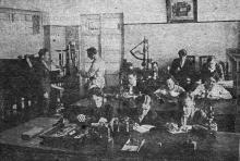 Микротехническая лаборатория Одесского института зерна и муки им. И.В. Сталина. Фото в проспекте для поступающих. 1936 г.