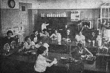 Лаборатория хлебопечения Одесского института зерна и муки им. И.В. Сталина. Фото в проспекте для поступающих. 1936 г.