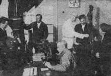 Микрофотографическая лаборатория Одесского института зерна и муки им. И.В. Сталина. Фото в проспекте для поступающих. 1936 г.