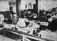 Чертежный кабинет Одесского института зерна и муки им. И.В. Сталина. Фото в проспекте для поступающих. 1936 г.