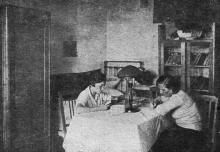 Студенческая комната в общежитии Одесского института зерна и муки им. И.В. Сталина. Фото в проспекте для поступающих. 1936 г.