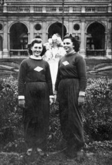 Перед фонтаном «Молодость». 1953 г.