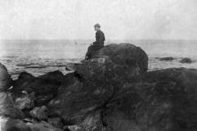 Курсант Одесской пехотной школы на морском берегу. Одесса. 1930-е гг.