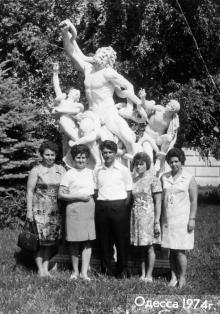У скульптуры «Лаокоон». Одесса, 1974 г.