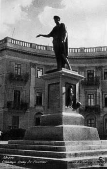Одесса. Статуя Дюку Де--Ришелье. Фото А. Карасева. Почтовая карточка. 1933 г.