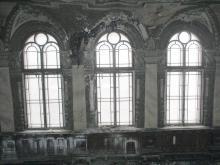 Окна в здании бывшего Русского технического общества. Фото В. Баля. 2008 г.