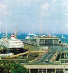Морской вокзал. Фото Б. Логинова, А. Маркелова на обложке комплекта открыток 1975 г.