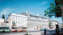 Одесса. Дом № 58 по ул. Чижикова, бывший дворец культуры ОТТУ. 1993 г.