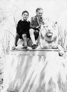 Скульптура льва в сквере Мечникова. Одесса. 1956 г.