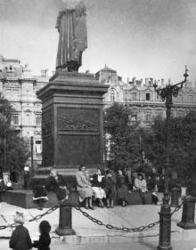 Одесса. Возле памятника Воронцову. 1950-е гг.