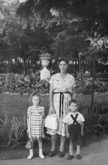 Одесса. В сквере им. Мечникова. 1950-е гг.
