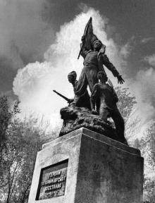 Памятник героям Татарбунарского восстания. Татарбунары. 1974 г.