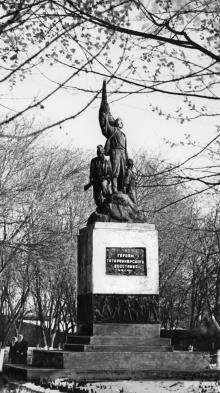 Памятник героям Татарбунарского восстания. Татарбунары. 1970-е гг.
