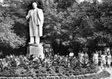 Белгород-Днестровский. Памятник Ленину в парке им. Ленина. Фото Подберезского. 1967 г.