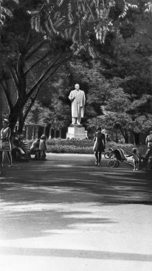 Белгород-Днестровский. Памятник Ленину в парке им. Ленина. Фото Н.И. Зайцева. 1973 г.