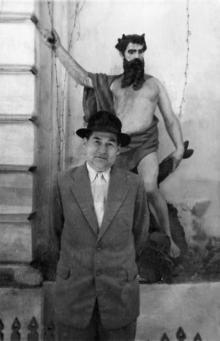 Скульптура «Посейдон» во внутреннем дворике гостиницы «Одесса». 1950-е гг.