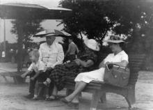 На пляже в Лузановке. 1957 г.