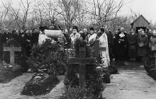 Митрополит Виссарион Пую проводит панихиду по погибшим румынским солдатам, 1943 г.