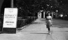 У входа в Зеленый театр. Одесса. 5 августа 1961 г.