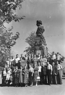Одесса. У памятника А.С. Пушкину. Конец 1950-х гг.