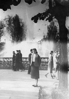 Одесса. У фонтана в сквере на площади Советской Армии. 1950-е гг.
