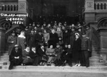 На входе в Одесскую филармонию. 1950 г.