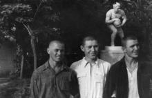 Одесса. Скульптура футболиста возле стадиона в парке им. Шевченко