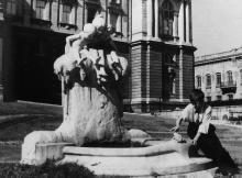 Одесса. Скульптура-фонтан «Молодость». Фото П. Домбровского. 1943 г.