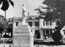 Одесса. На территории бывшего санатория им. Чкалова.  Фото П. Домбровского. 1943 г.