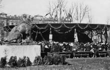 Одесса. Городской сад. Фото П. Домбровского. Апрель, 1942 г.