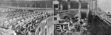 Общий вид зала: повреждены лишь первые места рядов; но раковина оркестра уничтожена совершенно. Фото в журнале «Шквал», 1925 г.
