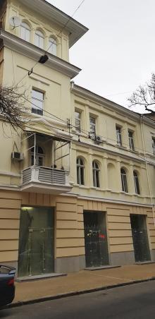 Одесса. Фасад дома № 18 по ул. Канатной. Декабрь, 2019 г.