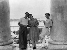 На колоннаде Дворца пионеров. Одесса. 1950-е гг.
