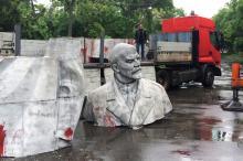 Демонтаж памятника Ленину в парке Савицкого. Фото А. палариева. 2016 г.