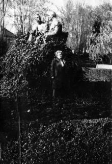 Памятник Горькому и Ленину в пансионате «Октябрь». Одесса, 1971 г.