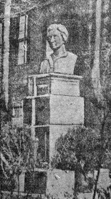Памятник Розе Люксембург на Одесской кондитерской фабрике. Фото в «Черноморской коммуне», 1935 г.