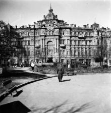 Дом Русова. Вид с Соборной площади. Одесса. 1943 г.