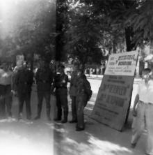 Рекламный щит кинотеатра «Бессарабия» на улице Маршала Антонеску, № 70, перед кинотеатром. Одесса. 1943 г.