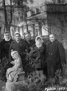 Скульптура девочки в пансионате «Чайка». Одесса. 1963 г.