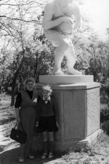 Скульптура «Футболист» возле стадиона в ЦПКиО им. Шевченко