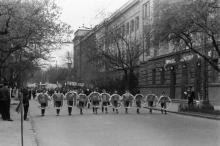 Возле дома № 6 по Пироговской улице. За спиной фотографа стадион СКА. Одесса . 1960-е гг.